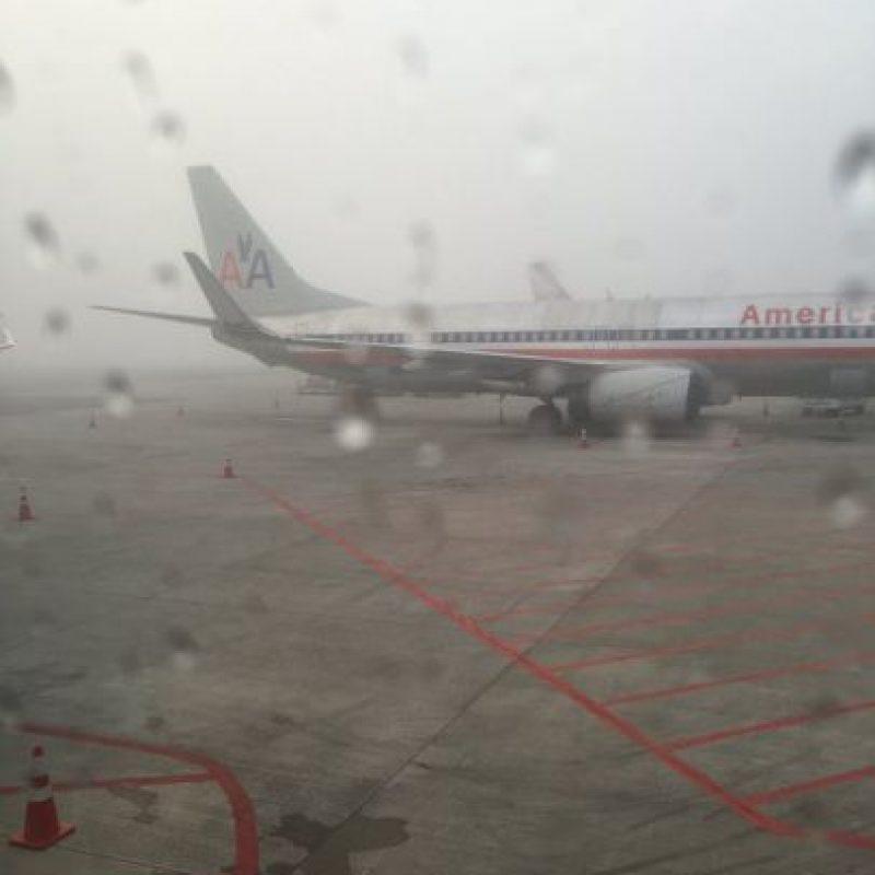Densa niebla cubre parte del Aeropuerto Internacional La Aurora, en Guatemala. Foto:@EmisorasUnidas