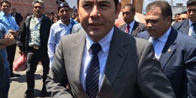 VIDEO. Jimmy Morales conversa con médicos del Hospital General San Juan de Dios