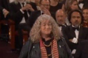 """""""La peor vestida ganó Mejor Vestuario"""". Jenny Beavan ganó gracias a su trabajo en """"Mad Max: Fury Road"""". Foto:Vía Vine"""