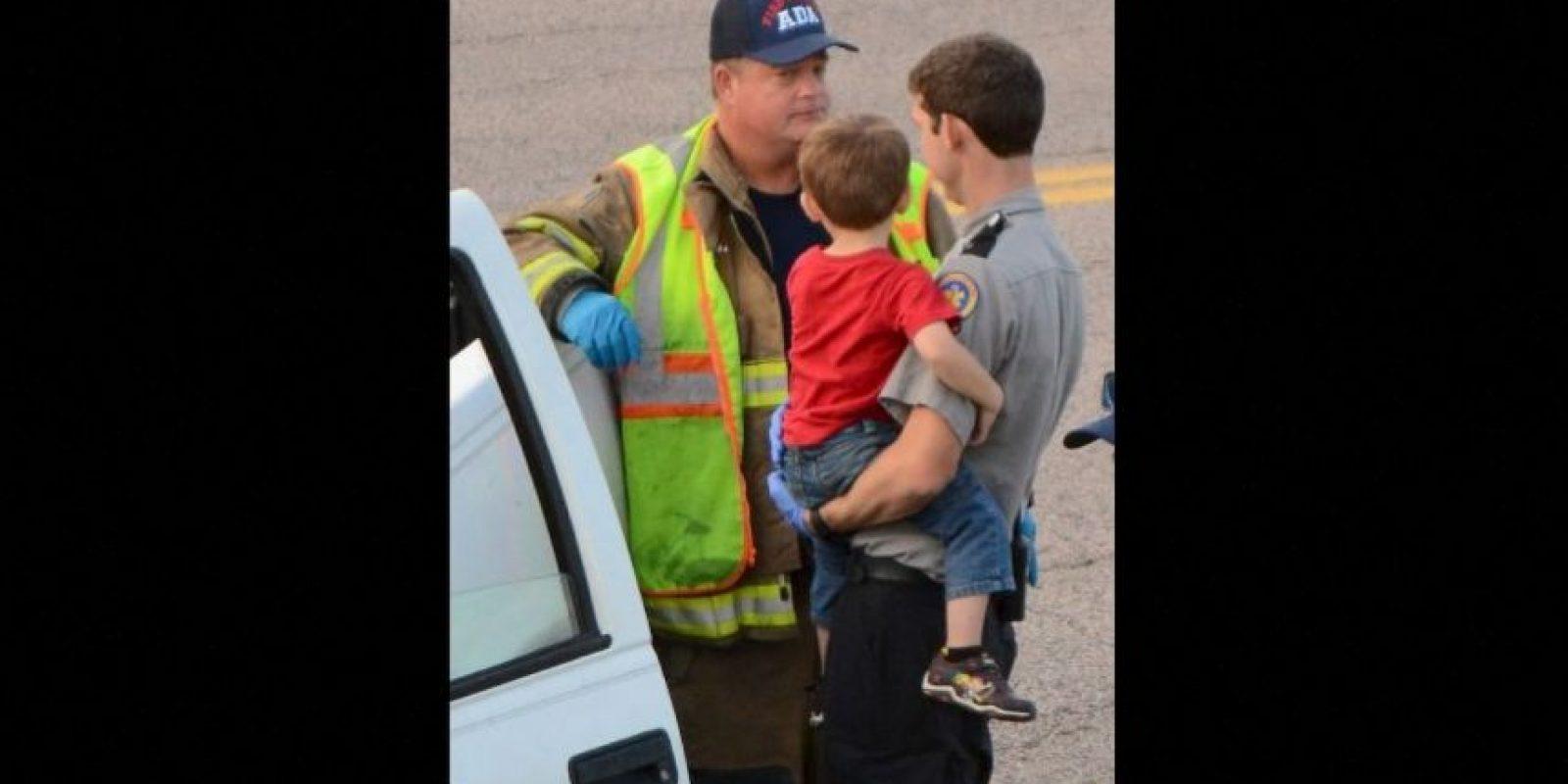 La mujer fue arrestada por sospecha de conducir bajo la influencia del alcohol y poner la vida de los niños en peligro. Foto:AP