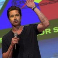 Brad Pitt: rara vez se mete a nadar al mar. Aunque es un experto nadando, le da pánico pensar en tiburones. Foto:Getty Images