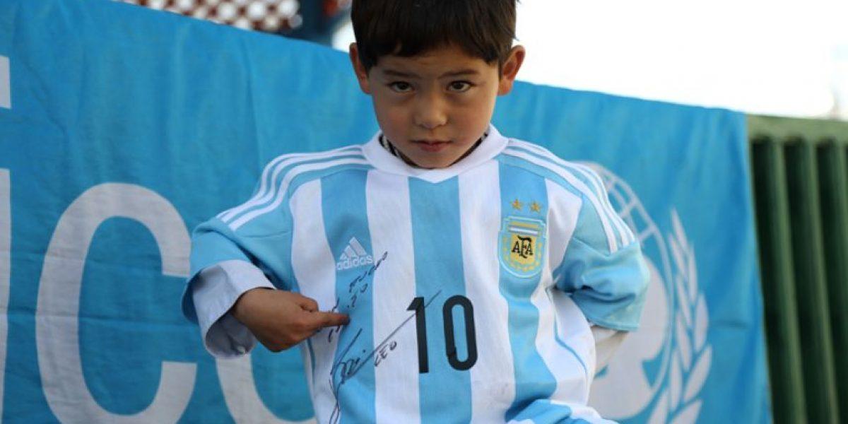 Mensaje del niño afgano a Lionel Messi después de recibir su camiseta