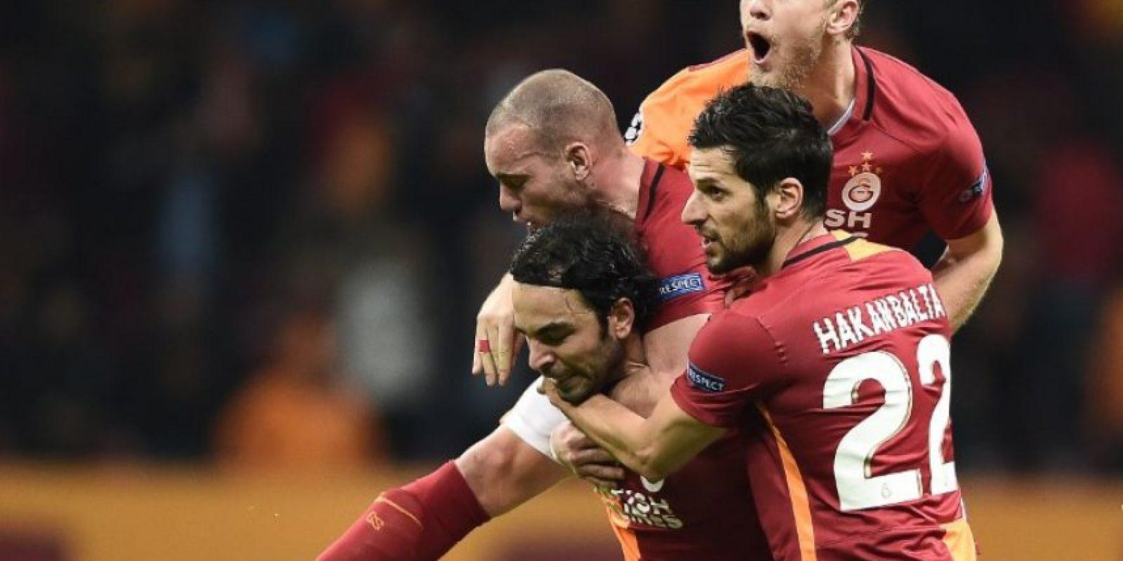 Jugadores del Galatasaray celebran un gol en un partido de Europa League. Foto:AFP