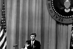 Para febrero de 1962, el presidente estadounidense John F. Kennedy, ordena el embargo económico y comercial a Cuba. Foto:Getty Images
