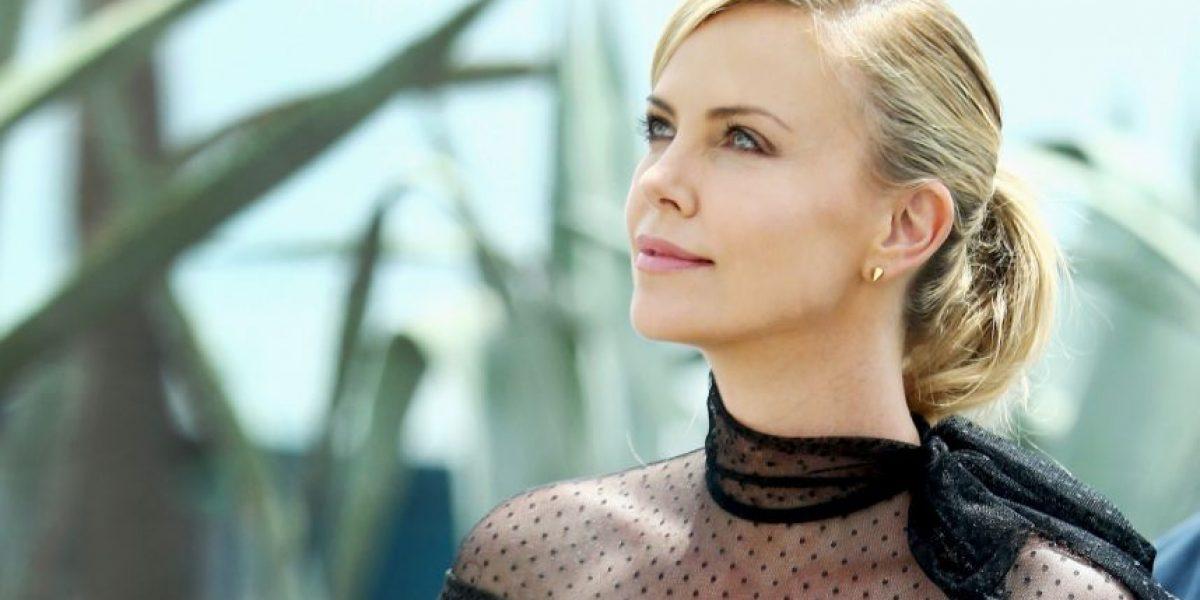 El radical cambio de Charlize Theron tras brillar en la alfombra roja de los Oscar