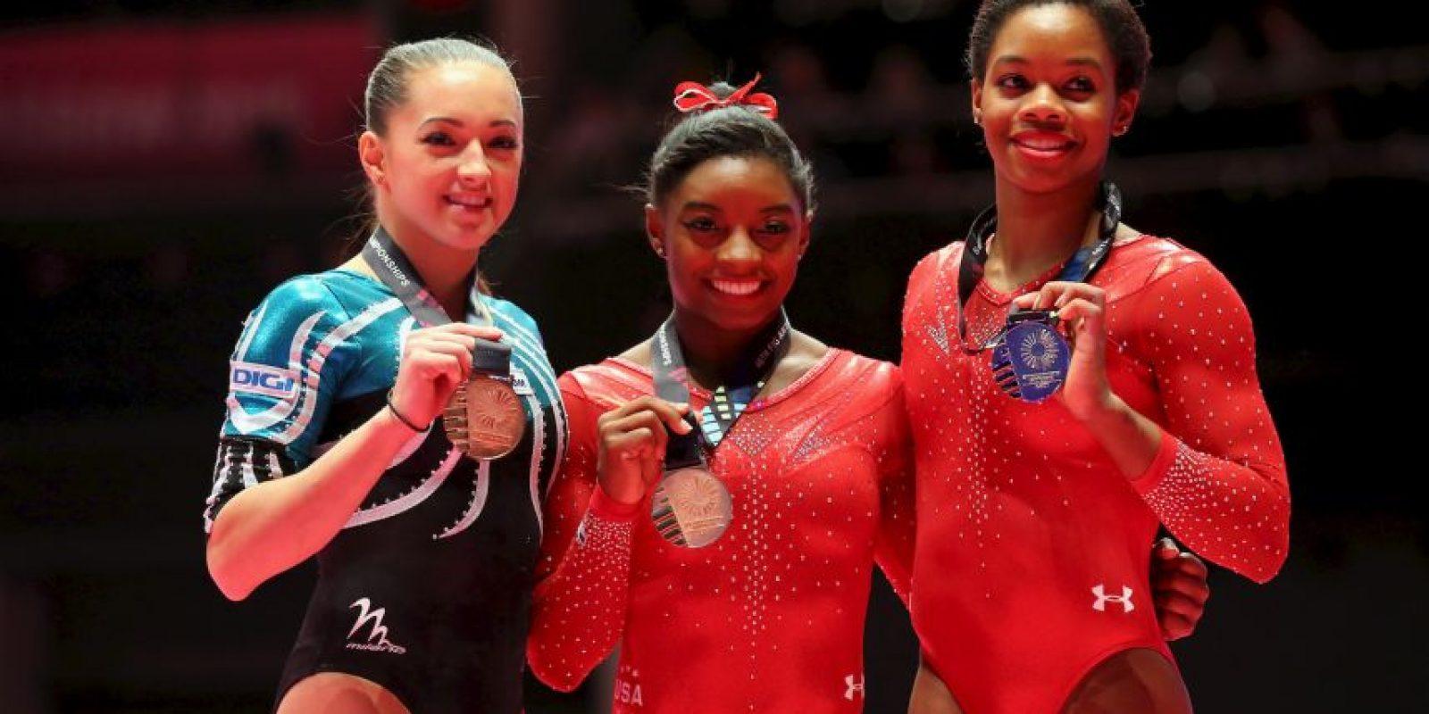 Este fue el podio del último Mundial de Gimnasia Artística antes de Rio 2016. Ellas son Larisa Iordache, Simone Biles y Gaby Douglas. Foto:Getty Images