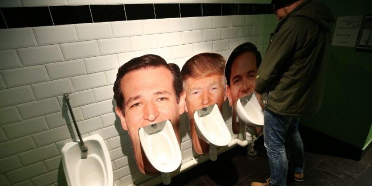Orinales con la cara de los candidatos republicanos en pub de Londres