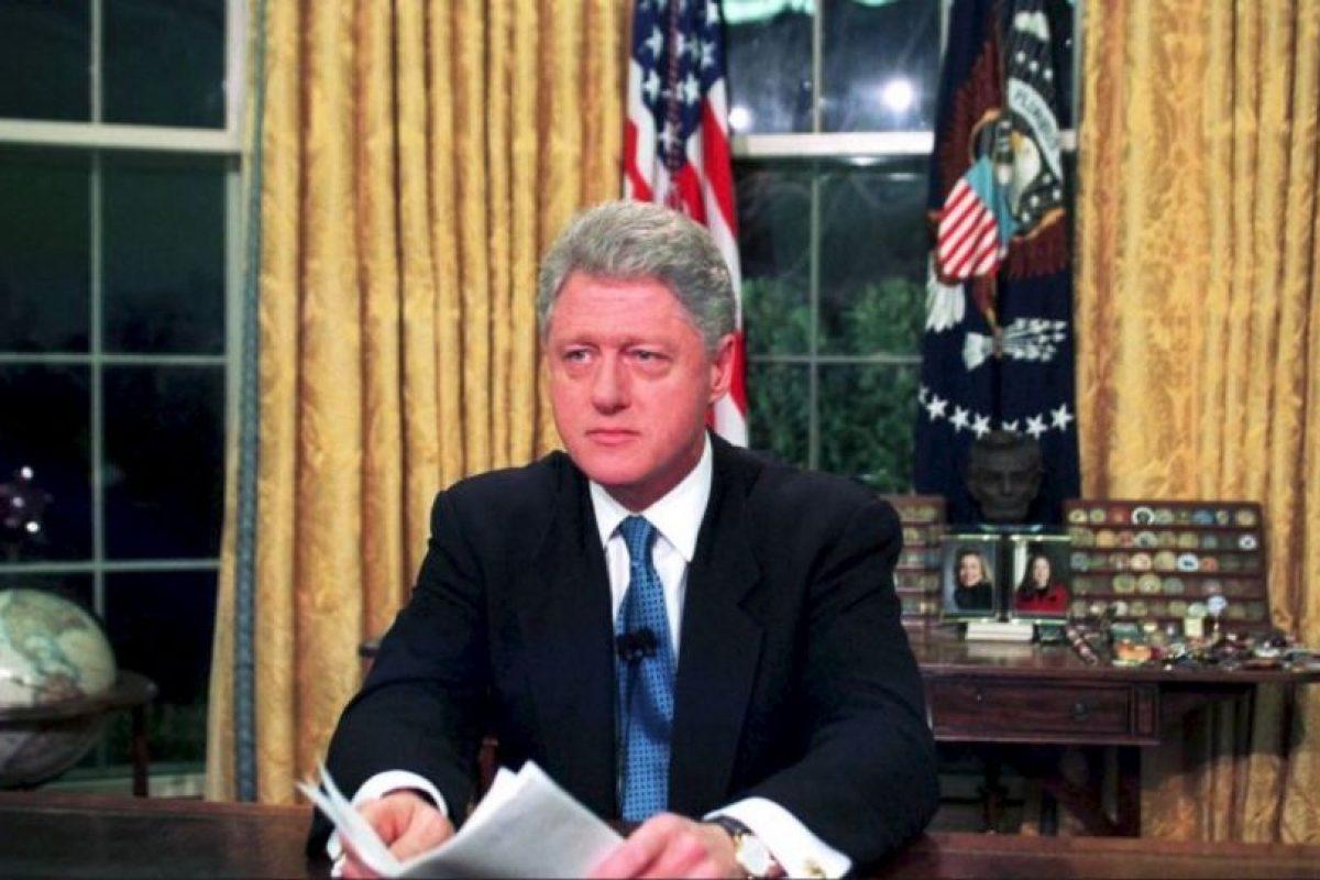 Para marzo de 1996, el presidente demócrata Bill Clinton promulga la Ley Helms-Burton, que permite demandar a quienes negocien con propiedades confiscadas a estadounidenses en la isla Foto:Getty Images