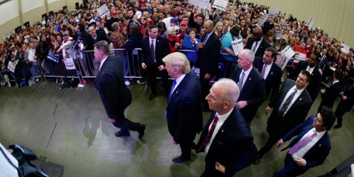 Internet se burla de la cara de Chris Christie en pleno discurso de Trump