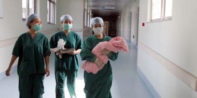 Cada año, unos 3 millones de muchachas de 15 a 19 años se someten a abortos peligrosos. Foto:Getty Images