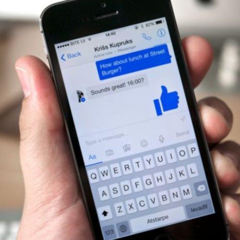 La opción de pagar tus cuentas por Messenger ya es toda un realidad. Funciona sincronizando una cuenta bancaria con tu perfil y listo. Foto:Facebook