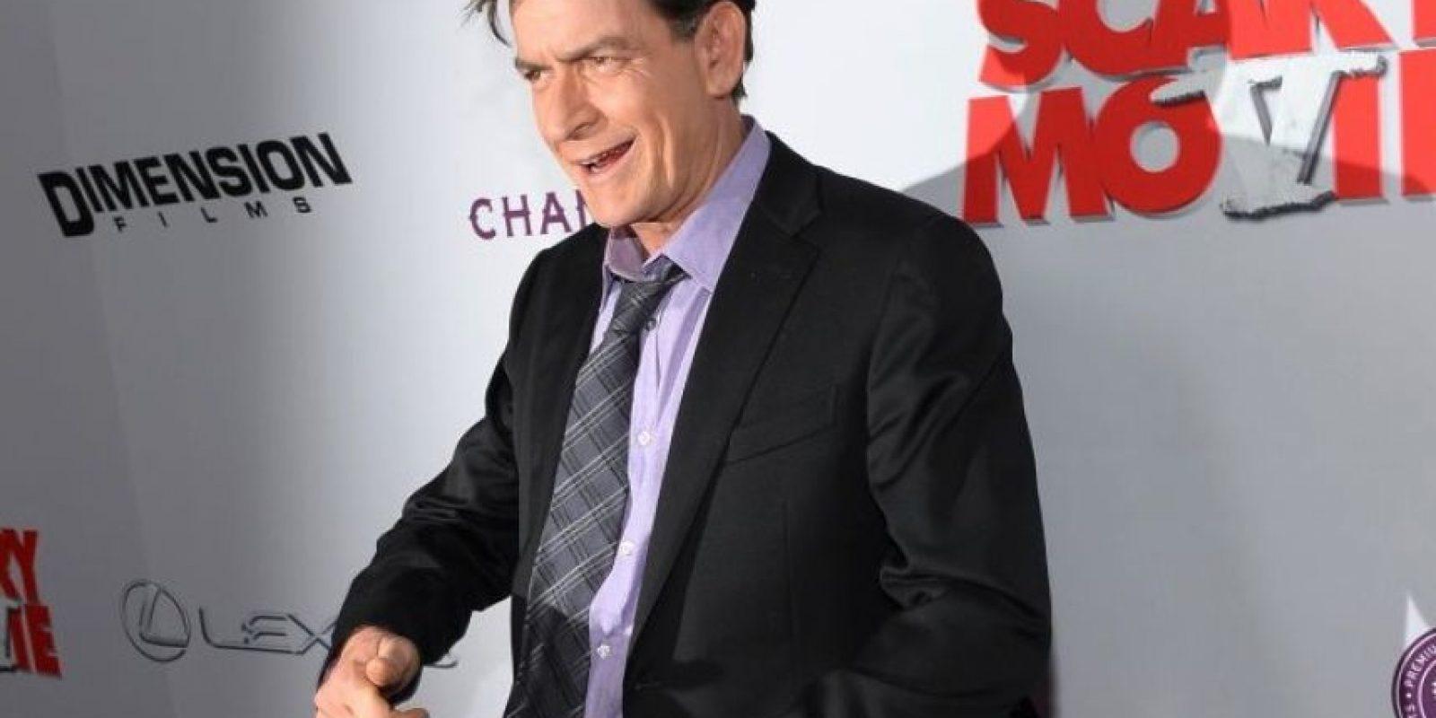 """Charlie Sheen. El actor comenzó llamando al magnate """"idiota"""", pero meses más tarde algo le pasó por la cabeza para decir que estaba con él de corazón Foto:Getty Images"""