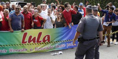 Así se pusieron las cosas afuera de la casa de Lula da Silva Foto:AP