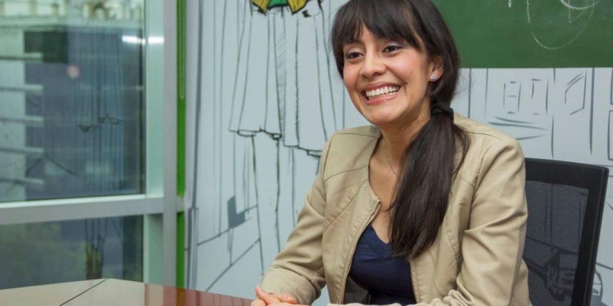 "Escritora guatemalteca invita a reflexionar con ""Visiones"""