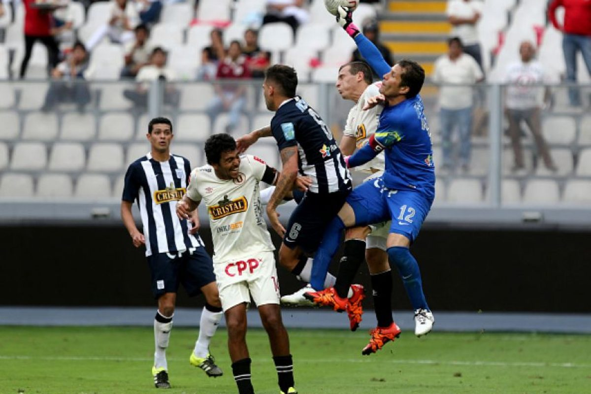 Universitario (9.58 MDE) vs. Alianza Lima (7.33 MDE) = 16.91 MDE Foto: Getty Images