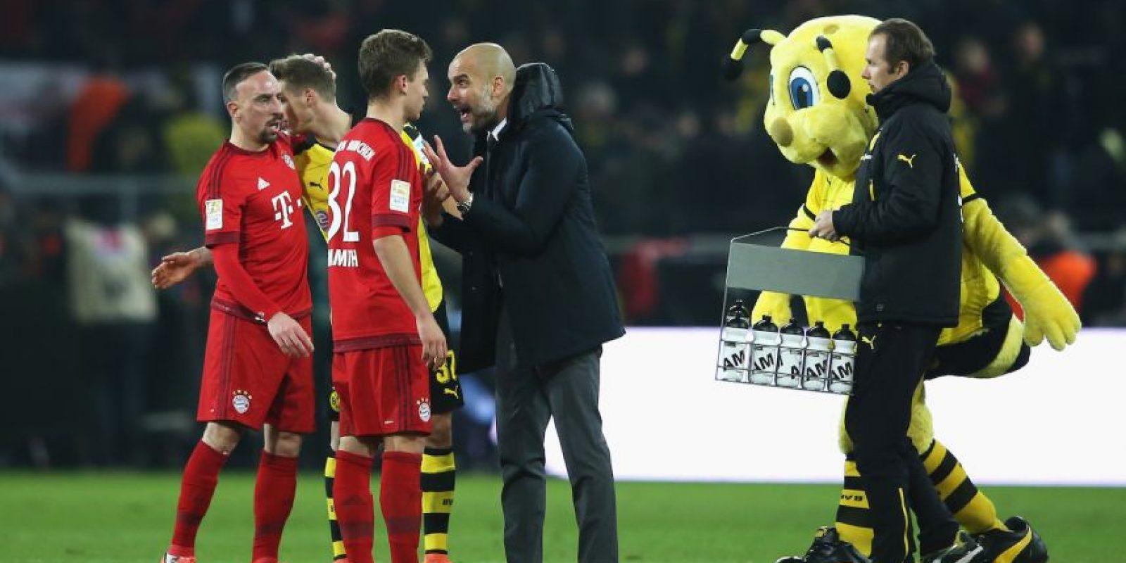 El DT español abordó al jugador al finalizar el partido y lo regañó. Foto:Getty Images