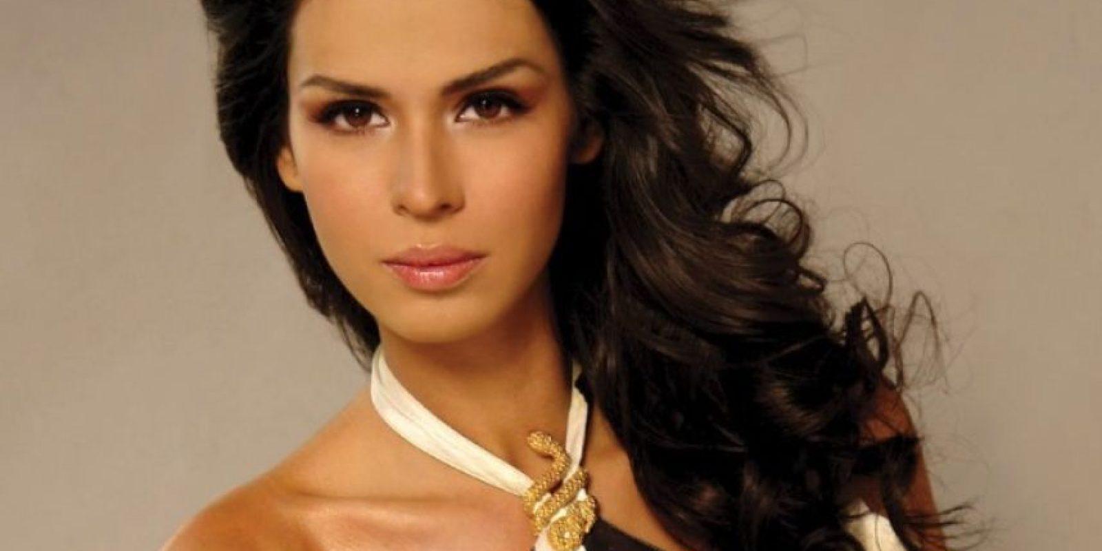 Laura Elena Zúñiga: La Miss Sinaloa 2008 fue detenida junto al presunto jefe el cártel de Juárez, Ángel Orlando García Urquiza. Foto:Urban Freak