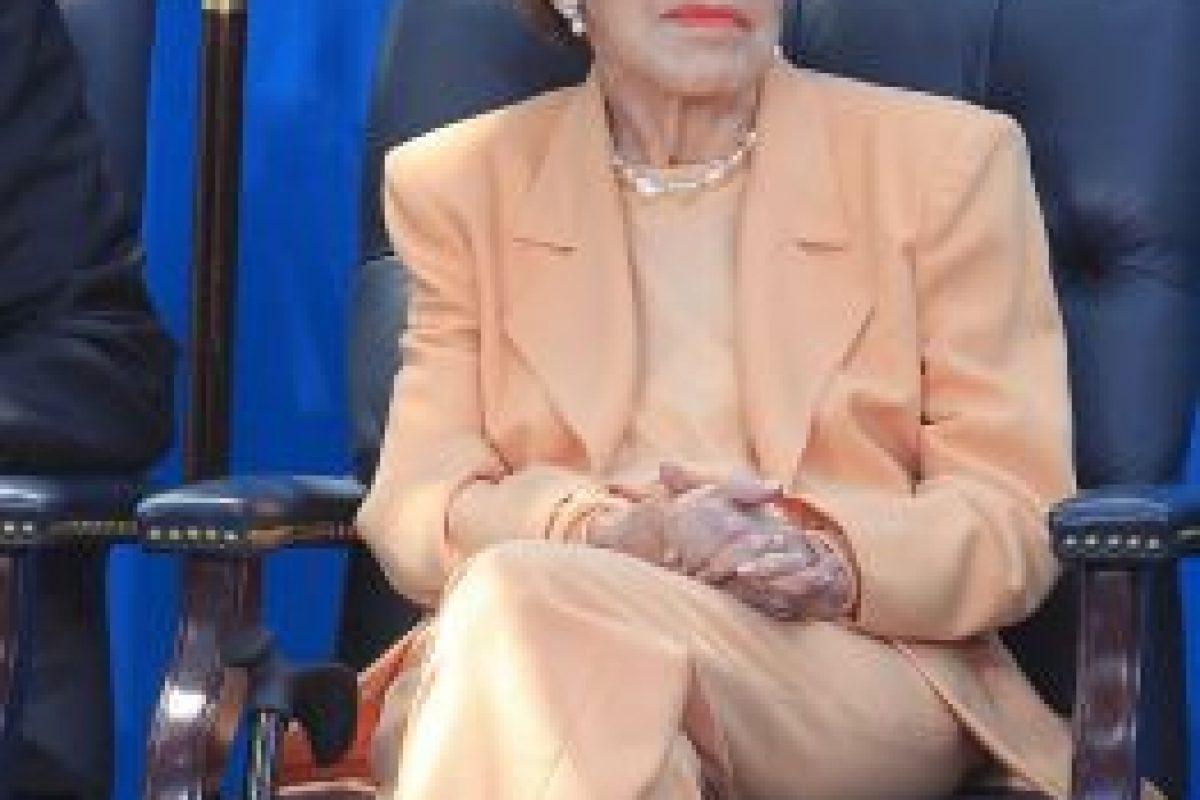 18. Nancy Reagan / La ex Primera Dama de los Estados Unidos murió este 6 de marzo, tras un gol de Ramsey el sábado 5. Foto:Getty Images