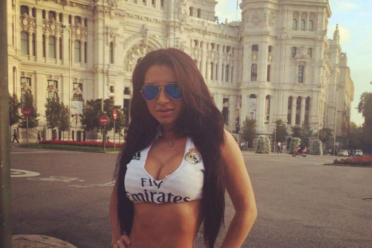Se hizo famosa por posar en varias ocasiones con la camiseta del Real Madrid. Foto:Vía facebook.com/Mirtha-Sosa-213628472005501