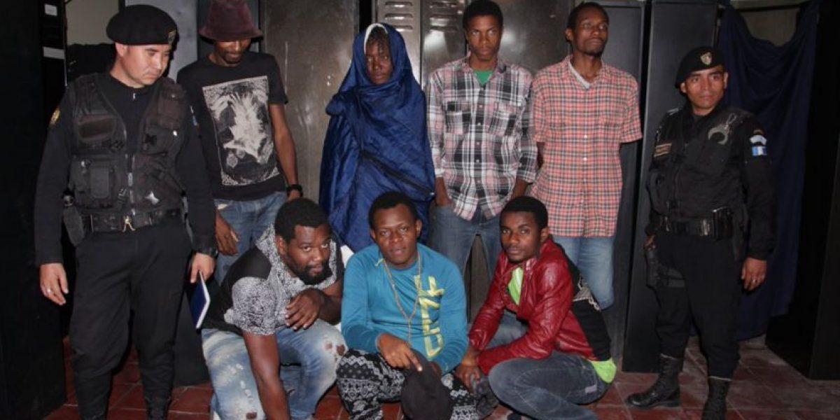 Detienen en Villa Nueva a siete inmigrantes africanos