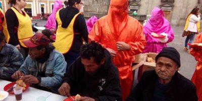Brindan desayuno a indigentes de Quetzaltenango