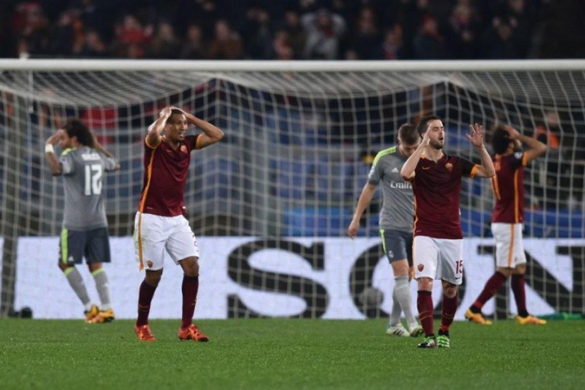 Jugadores de la Roma y el Real Madrid durante un partido de Champions League. Foto:AFP