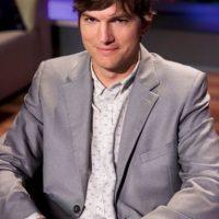 """Kutcher está casado con quien fue su pareja en la serie, Mila Kunis. Tiene una hija. Su última película de envergadura fue """"Jobs"""". Foto:vía Getty Images"""