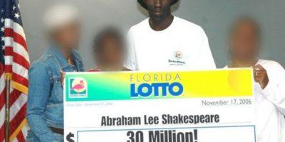 Abraham Shakespeare ganó un premio de 30 millones de dólares en 2006, pero siguió viviendo su vida de forma muy austera, salvo por una gran casa que se compró. Foto:Pinterest