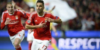 El delantero Jonás anota un gol para el Benfica en un partido de Champions League. Foto:AFP