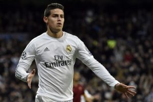 James Rodríguez celebra un gol en un partido de Champions League vs el AS Roma. Foto: AFP