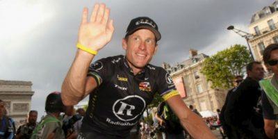Lance Armstrong. Tiró por la borda sus siete títulos en el Tour de Francia al aceptar que había consumido EPO, testosterona y transfusiones de sangre Foto:Getty Images