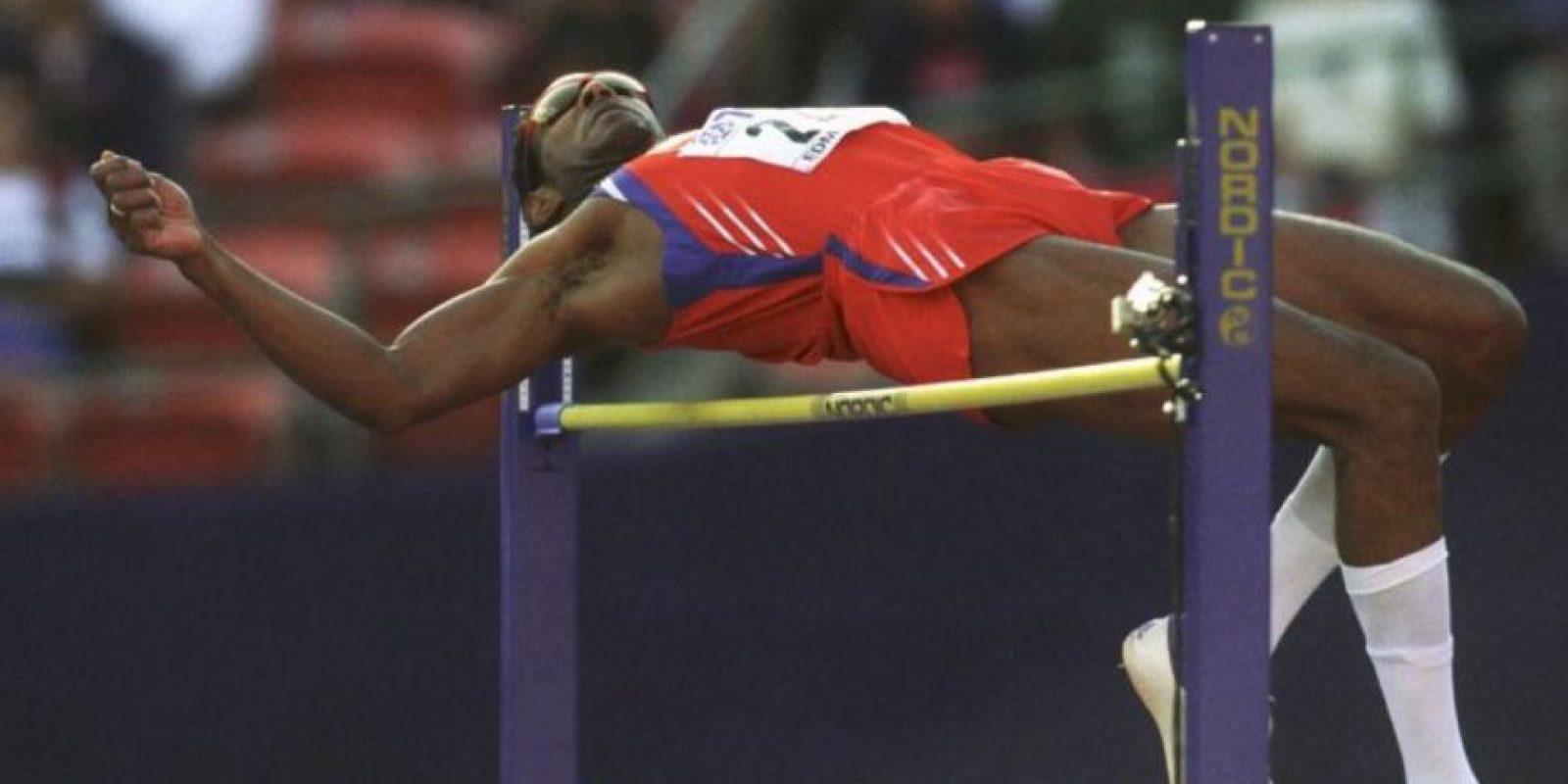 Javier Sotomayor: El considerado mejor saltador de altura de la historia dio positivo de cocaína en 1999, en los Juegos Panamericanos de Winnipeg, Canadá. Foto:Getty Images