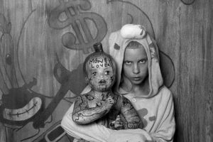 Pero la reina del Zef hace diez años no era así, ni de cerca. Foto:vía VEVO/Die Antwoord