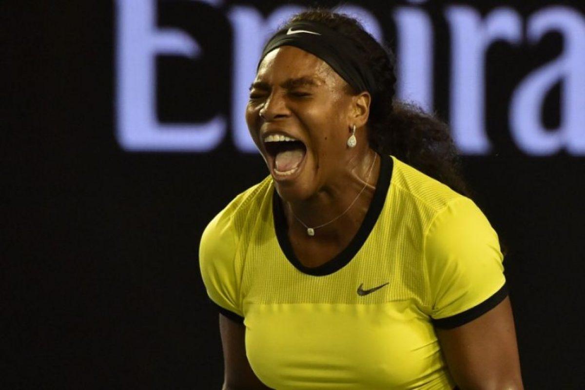 Serena Williams hace una jugada durante un partido. Foto:AFP