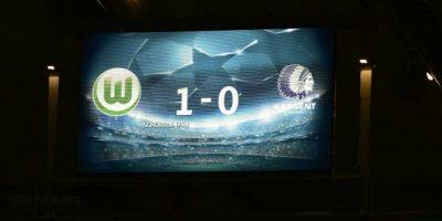 Tablero muestra el marcador final del partido Wolfsburg vs Gent, por los octavos de final de la Champions League 2015-2016. Foto:AFP