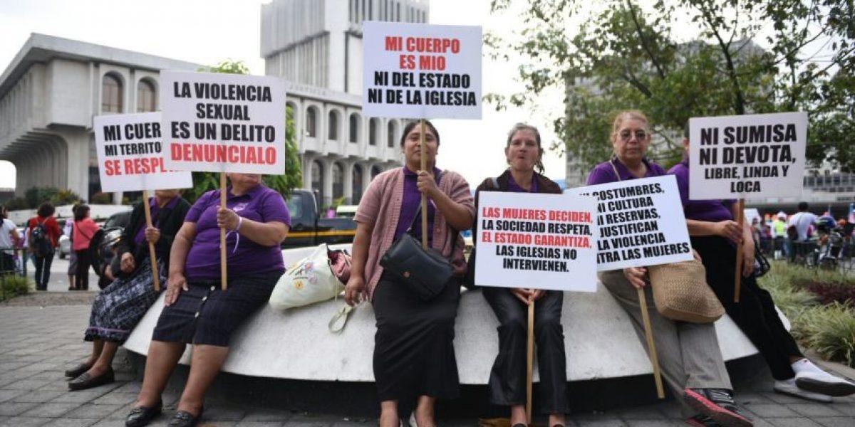 Mujeres demandan igualdad en su día