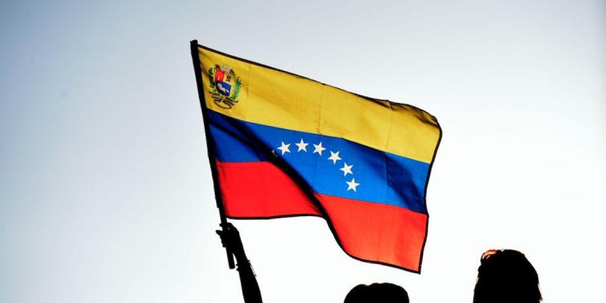Oposición llama a referendo para sacar a Maduro