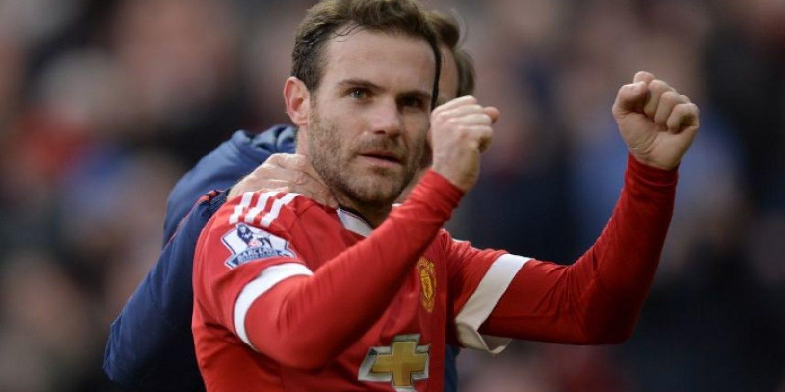 El jugador español del Manchester United, Juan Mata, celebra en un partido de la Premier League. Foto:AFP