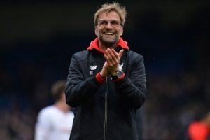 Jürgen Klopp, técnico del Liverpool, aplaude tras un partido. Foto:AFP