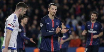 El sueco Zlatan Ibrahimovic aplaudiendo durante un partido contra el Chelsea. Foto:AFP