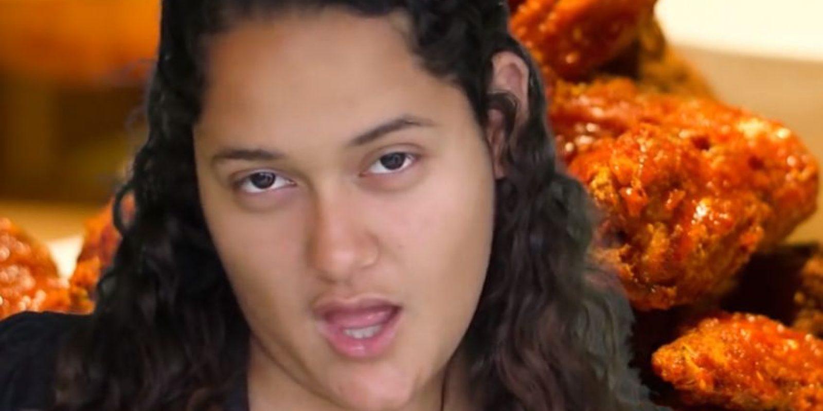 """""""A las chicas de verdad nos gusta el pollo frito"""".Esta canción fue una audición entre 27 mil personas para Fri Way. No quedaron, pero se hicieron famosos. Foto:vía Youtube/Ramses Hatem"""