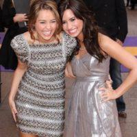 Miley Cyrus vs Demi Lovato. La discusión empezó cuando Miley colgó un video en YouTube burlándose de sus antiguas compañeras de Disney, Selena Gómez y Demi Lovato. No es de extrañarse que ya no se hablen. Foto:Getty Images