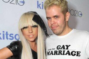 Lady Gaga Vs Perez Hilton. Estos dos personajes eran muy amigos, pero empezaron una pelea verbal por Internet, donde la cantante le dijo acosador a Hilton Foto:Getty Images