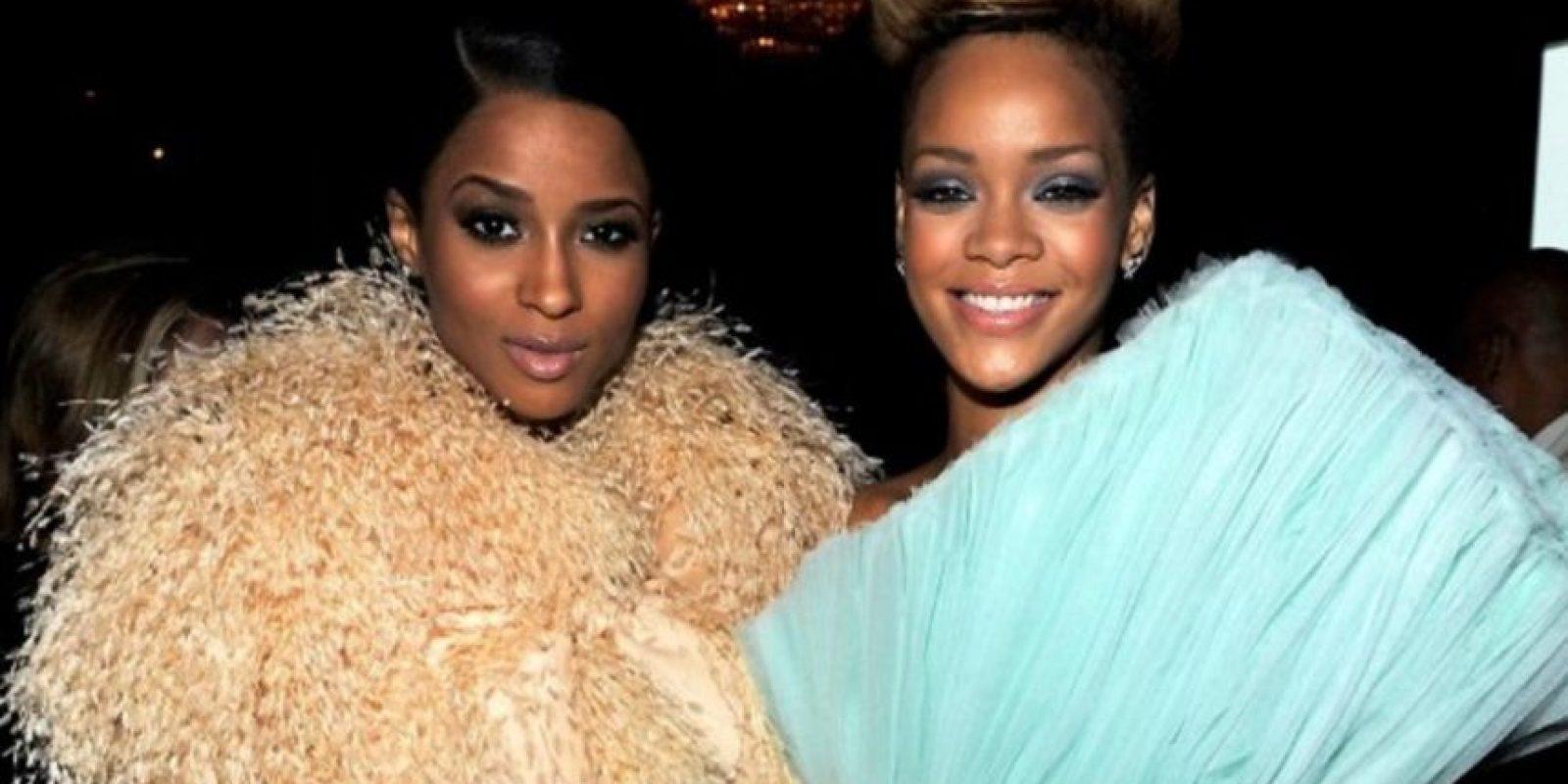Rihanna vs Ciara. Pasaron de ser muy amigas, a enfrentarse a través de Twiter. Sin embargo, no se sabe con seguridad qué fue lo que ocurrió entre las dos Foto:Getty Images