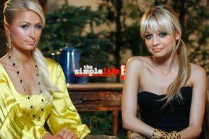 """Paris Hilton vs Nicole Richie. Eran muy amigas, pero se dice que se alejaron luego de participar en el reality """"The Simple Life"""". Al parecer, el detonante fue una broma que Nicole hizo a Paris sobre el famoso video porno de la socialité. Foto:Getty Images"""