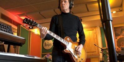 """""""Si alguien se ganó el título del quinto Beatle fue George"""", añadió. Foto:Vía twitter.com/paulmccartney"""