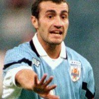 Paolo Montero durante un partido con la selección de Uruguay. Foto:AFP