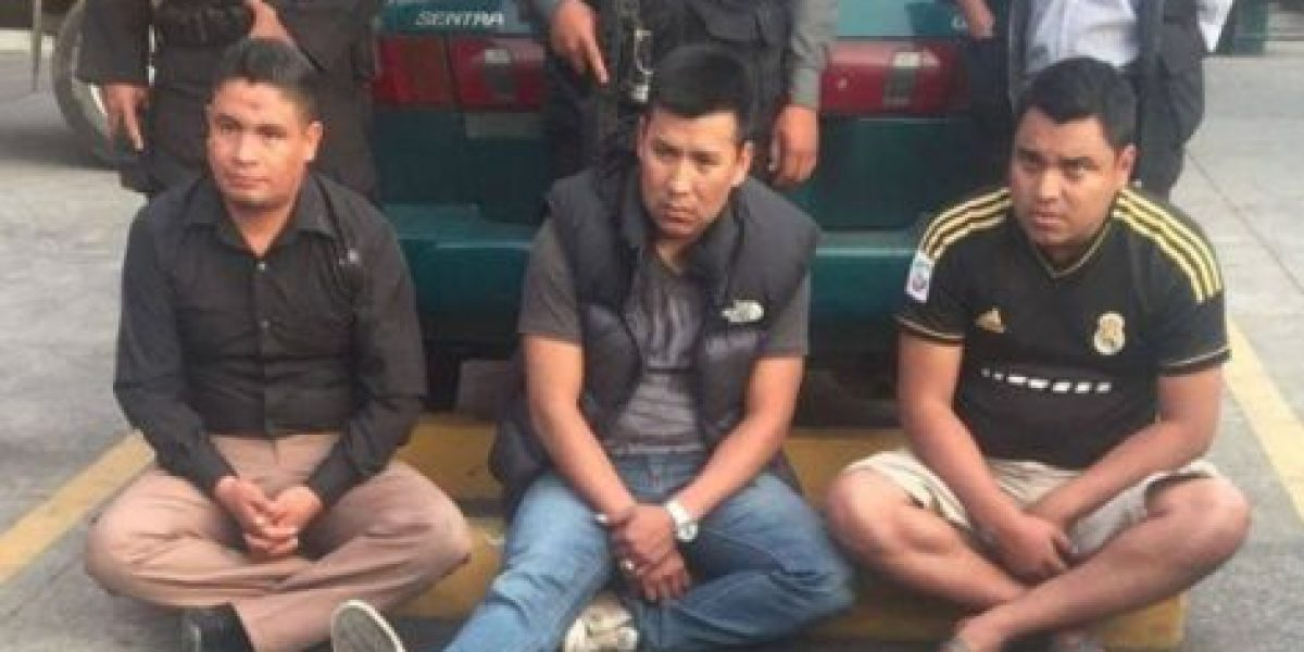 Capturan a tres agentes de PNC con cocaína