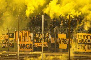 Cuatro hinchas del club uruguayo Peñarol fueron detenidos en febrero. Uno de ellos robó una botella de whisky, otros dos por robar alimentos y un cuarto por poseer marihuana Foto:Flickr.com