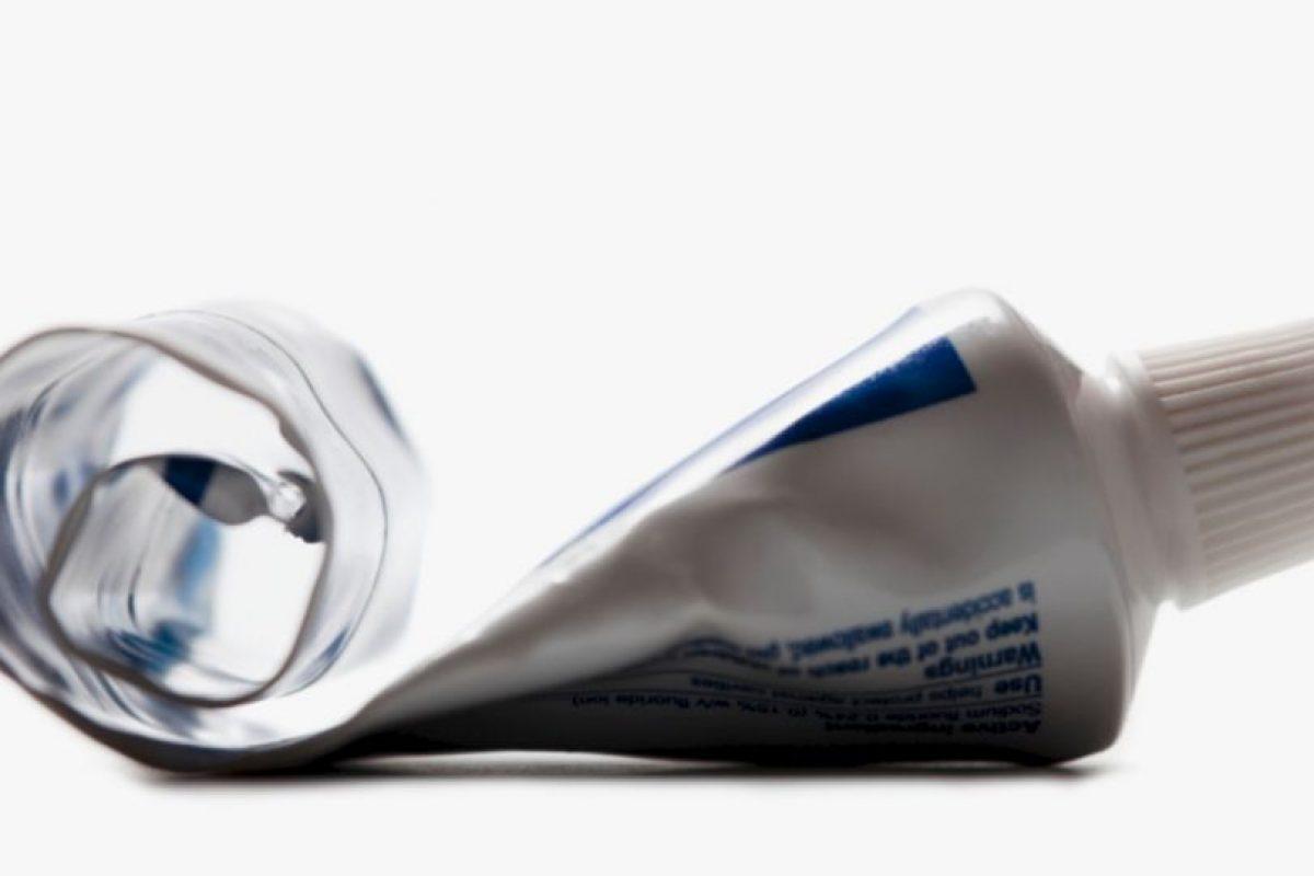 Usar la pasta de dientes: para no desperdiciar el contenido, vayan poniendo un gancho de pelo a medida que se la acaban. Foto:vía Getty Images